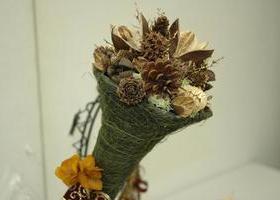 トロッケンゲシュテック 木の実とスパイスの飾り花のイメージ